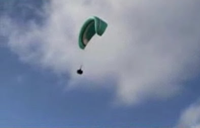 Paraglider with a mind of its own!