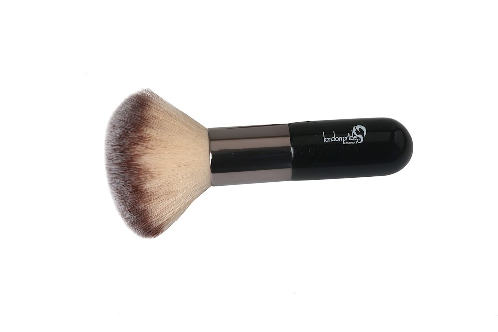all-types-of-makeup-products_kabuki_brush