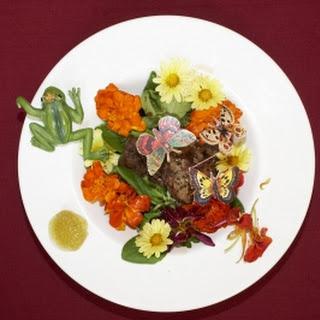 Entenleber auf Feldsalat an Balsamico-Met-Vinaigrette (Katy Karrenbauer)