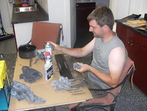 Photo: Hans heeft ook zijn nieuwe poetstafel ondekt...