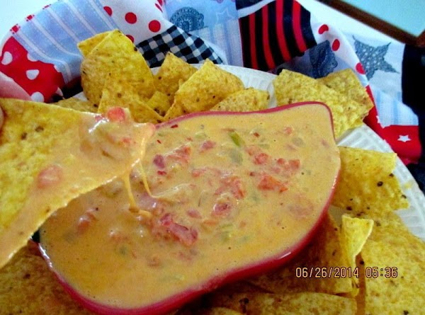 Serve hot with your favorite nacho or tortilla chips.