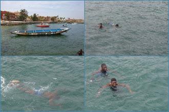Photo: Sn5Ins0212-160202enfants plongeurs récupérateurs monnaies, Gorée, débarquement Mont.JM_JPG