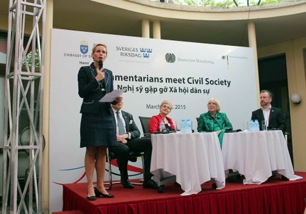 Các nhóm Xã hội dân sự Việt Nam gặp gỡ nghị sĩ Đức và Thụy Điển ngày 30/3/2015, ở Tòa đại sứ Đức tại Hà Nội