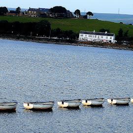 Six  boats  no   sailing by Gordon Simpson - Transportation Boats