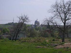 Photo: Widok na cerkiew i pozostałości po budynkach szkół (m.in. schodki).