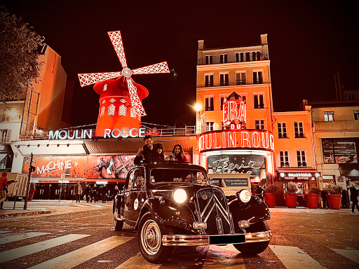 Paris night tour in vintage car with our private guided tours, the best way to see the city