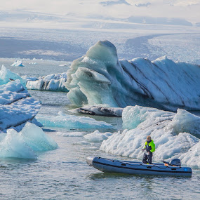 Icebergs on Jokulsarlon Lagoon, Iceland by Venetia Featherstone-Witty - Landscapes Waterscapes ( travel photography, icebergs, seascapes, waterscapes, iceland )