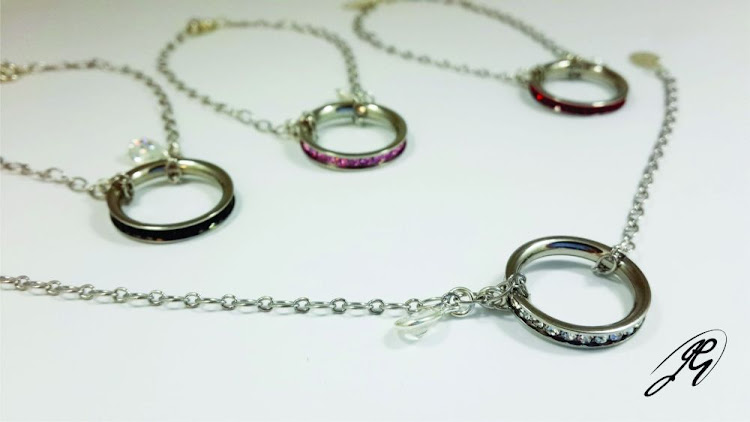 Jenni Gault International Jewellery Design is giving prizes for Mother's Day