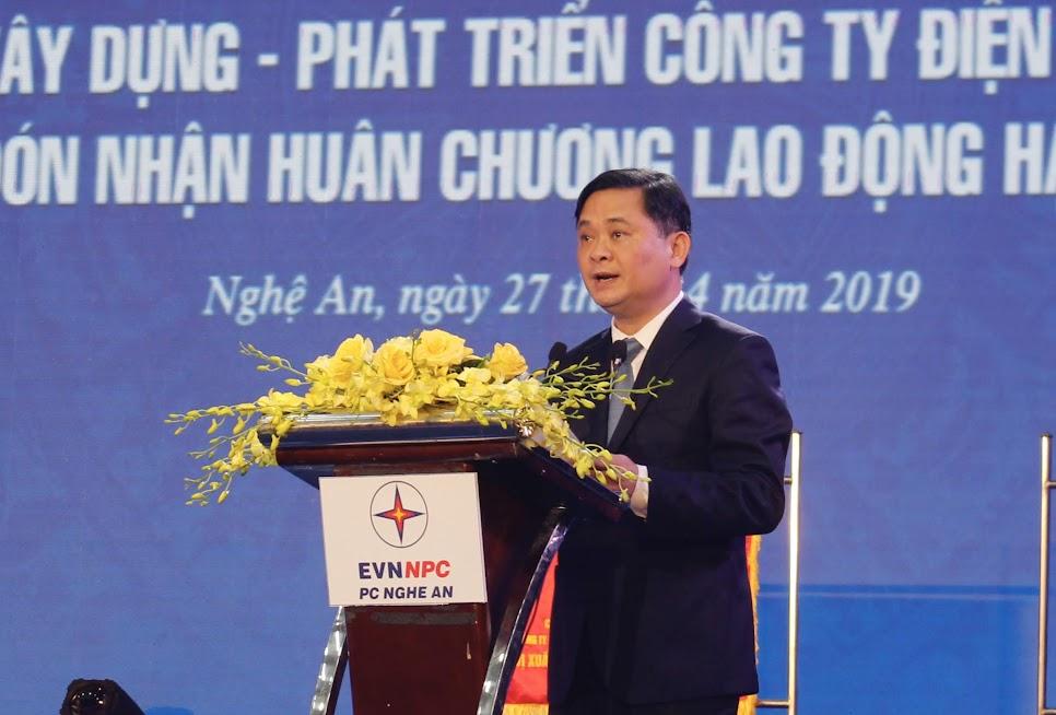 Đồng chí Thái Thanh Quý - Chủ tịch UBND tỉnh phát biểu chúc mừng Điện lực Nghệ An