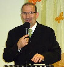 Photo: Tamás a húsvéti Istentiszteleten tanít az üres sírról. 2011. április 24.