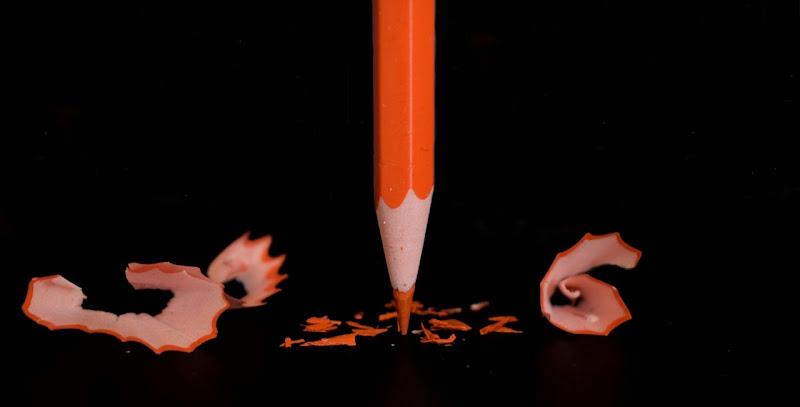 Orange pencil in black di Tonio-marinelli