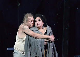Photo: WIEN/ BURGTHEATER: MUTTER COURAGE UND IHRE KINDER von Berthold Brecht. Inszenierung David Boesch. Premiere 8.11.2013, Tilo Nest, Maria Happel. Foto: Barbara Zeininger