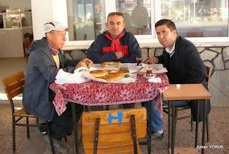 Photo: Zeytinköy Kahvesinde kahvaltı. (Büyükşehir Belediyesinden Şöförümüz Sinan Bey) Zeytinköy-Gölova-Çile Arası işaretlemesi. EFES MİMAS (İYON) YOLU 2. Etabı - 14.11.2015