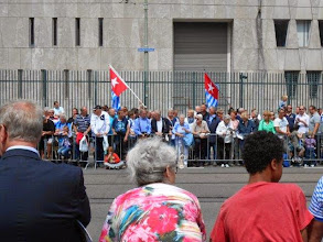 Photo: Spreading amongst the public, waiting for the parade. (photo: Piet Zevenbergen)