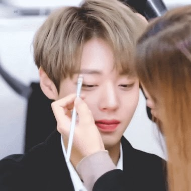 """Картинки по запросу 1. BTS's V BTS's V, with his glassy skin and unique colored contact lenses, looks like a ball jointed doll while his make-up artist conceals a pretty non-existent flaw. 2. BTS's Jungkook BTS's Jungkook looks like a painting until he blinks and makes you realize he's real! 3. BTS's Jin It definitely looks like this make-up artist is sponge-painting a statue of BTS's Jin. 4. EXO's Sehun EXO Sehun's nose looks like a million dollars here, like it has been sculpted, and no one would believe he's real. 5. EXO's Chanyeol EXO's Chanyeol has facial features that already make him look like a 2D animation. When he stays still like this, that """"effect"""" only multiplies! 6. Kang Daniel Even when he does flinch and move a bit, Kang Daniel looks too good to be true that it's hard to believe he's real. 7. Ong Seong Wu If Ong Seong Wu in this GIF doesn't look like a greek statue to you, we're not sure what will. 8. Park Jihoon Fans can't deal with Park Jihoon's ethereal beauty here – but moreover, they can't deal with how sweetly he looks at the make-up artist! 9. ASTRO's Eunwoo ASTRO's Eunwoo fell asleep while getting his make-up done and looked 200% like a painting! 10. INFINITE's L"""