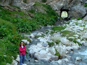 Photo: Manu delante del túnel.