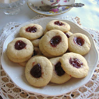 Polish Butter Cookies with Jam (Ciasteczka Maslane z Dzemem)