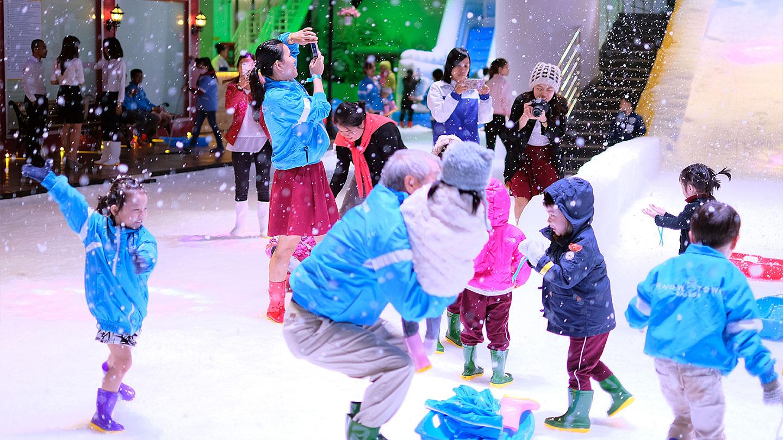 Vui ngày Giỗ tổ mát lạnh ở khu vui chơi trượt tuyết NEW HOUSE Sài Gòn