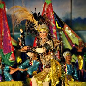Dancing Queen by Dong Consuegra - People Street & Candids
