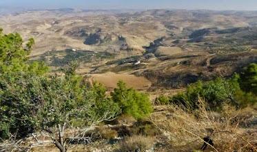 Photo: Landschaft beim Berg Nebo, dem Berg, wo Moses starb, nachdem er das gelobte Land - wie ihm verheißen - sehen durfte.