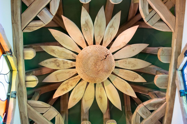 天上に咲くひまわりの花