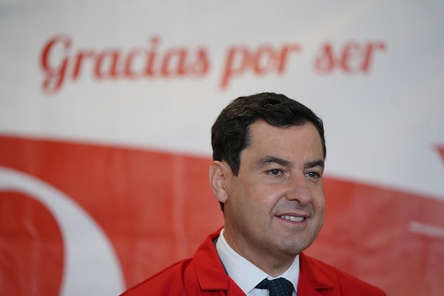 Juanma Moreno visita la cooperativa Vicasol.