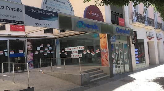El establecimiento de Perfumerías Avenida liquida existencias por cierre.