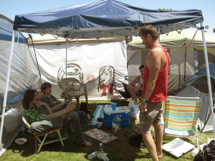 festival-camping-tips-neighbors