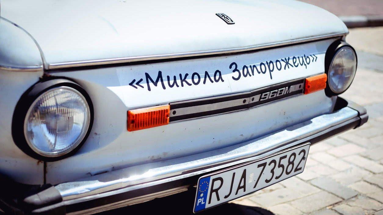 Замість блях: Порошенко хоче дозволити дипломатам пільгове розмитнення авто