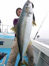 Photo: やりましたー! 本日の2本目もオオマサ!! あまりの嬉しさに泣いてます!! 「泣いてねーわっ! 魚が重たいんじゃ!」