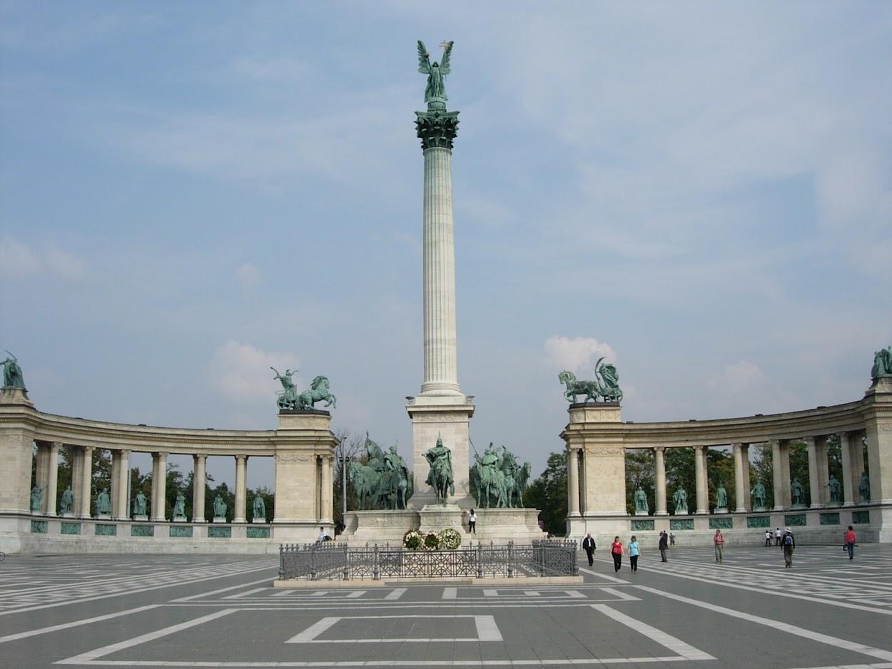 Monument du Millénaire sur la Place des Héros à Budapest