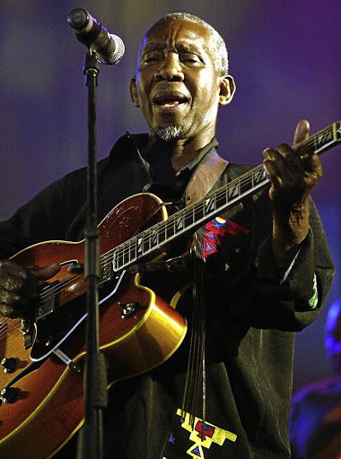 Philip Tabane performing at the Linden Auditorium in 2006. / Muntu Vilakazi