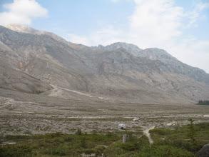 Photo: Скальная стенка к северо-востоку от пер.Дабан-Жалга