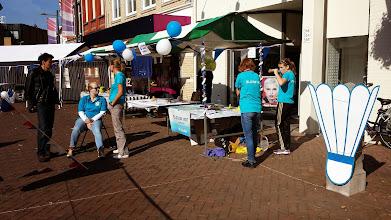 Photo: De badmintonners zijn er klaar voor...