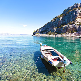 Vela Stiniva bay by Jaksa Kuzmicic - Landscapes Waterscapes ( bay, croatia, sea, hvar, stiniva )