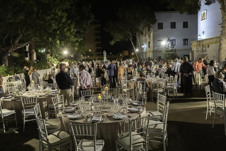 Cena homenaje en los jardines de la Casa de la Espiritualidad. Foto de Andy Arche.