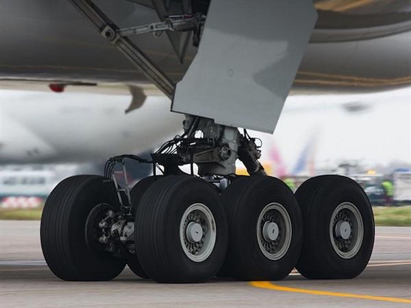 เครื่องบิน จะต้องเติมลมยางด้วยไนโตรเจนเท่านั้น
