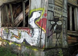 Photo: Seuraavalla huvilalla graffitit olivat jo pääosassa