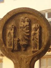 Photo: Croix Discoïdale - Place de la Halle - St Antonin (Vierge à l'enfant)