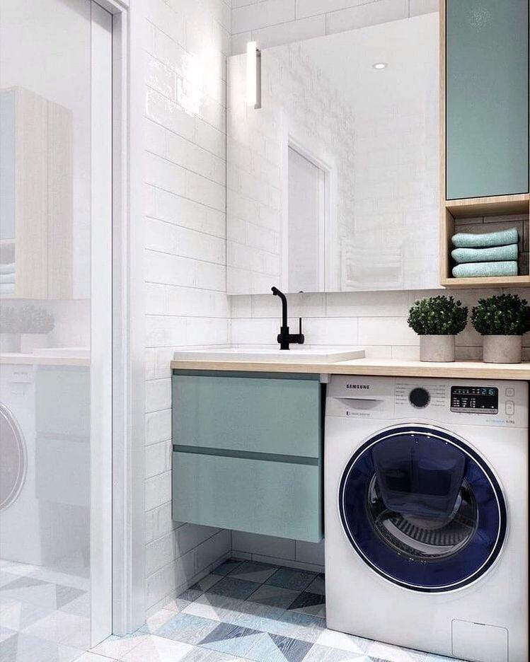 удобное расположение стиральной машины и раковины под столешницой в ванной комнате