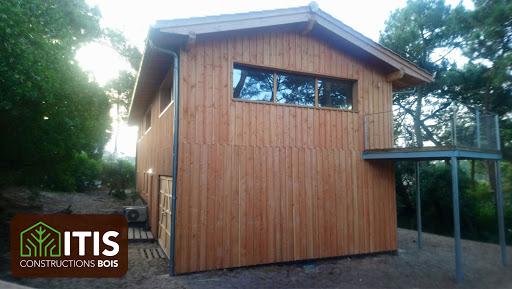 Maison bois type chalet.