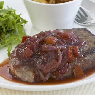 Steak with Tomato, Onion and Red Wine Sauce