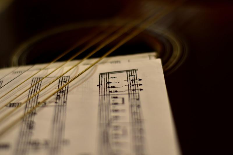 Due linee verticali... La vita è bella.... Fine. di gadani's idea