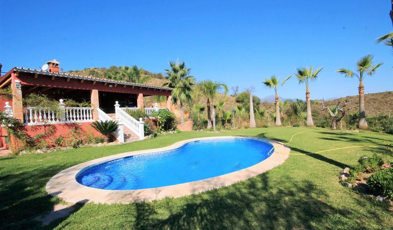 Maison avec piscine et jardin Monda