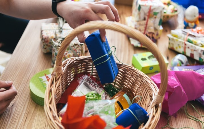 last-minute gifts in a gift basket