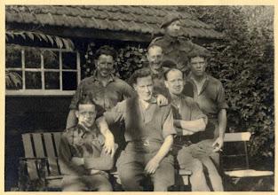 Photo: 1940 Groepsportret militairen aan Kluisstraat (Hagebeemd)