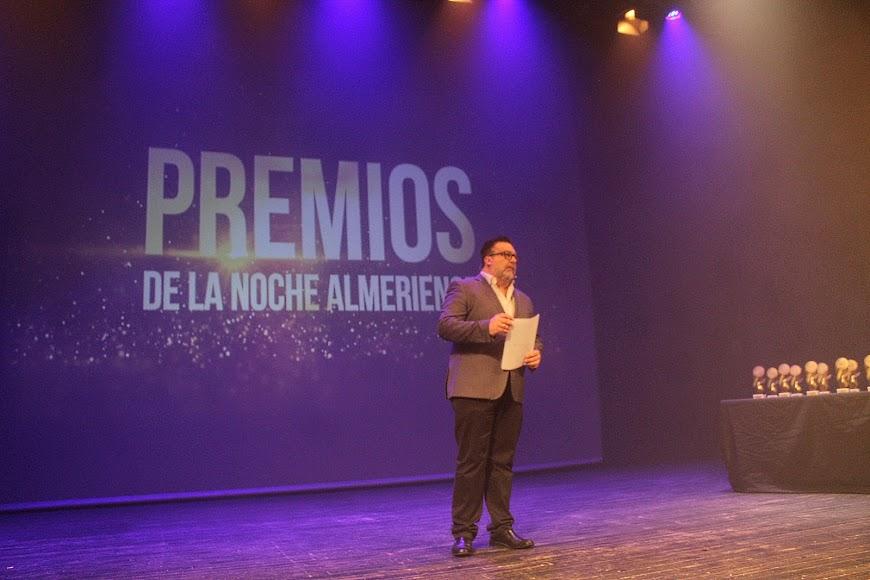 El periodista de la Cadena SER, Alfredo Casas, mantenedor de la gala de los Premios de la Noche Almeriense.