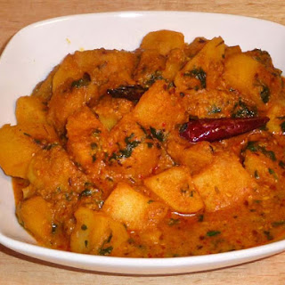 Aloo Dum (Potato Curry)