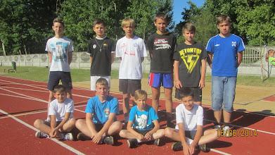 Photo: Chłopcy, którzy skakali w dal na szkolnych mistrzostwach.