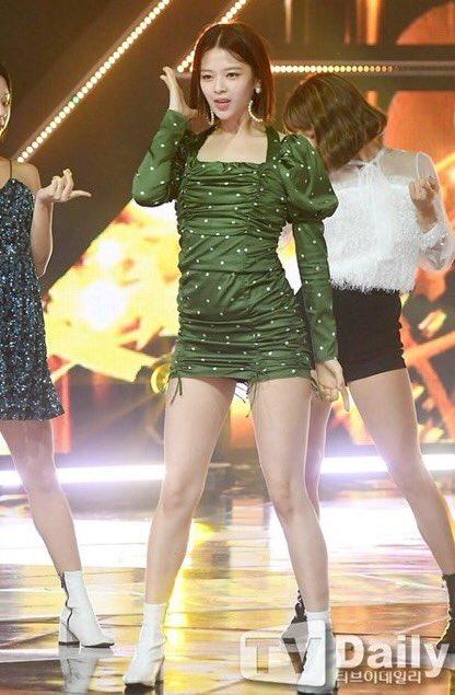 jeongyeon legs 8